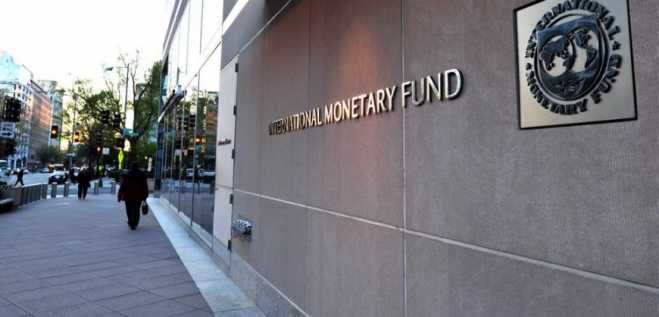 IMF: Greek economy may need a new memorandum
