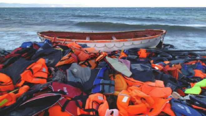 West Lesvos mayor warns against environmental pollution from discarded refugee life-jackets