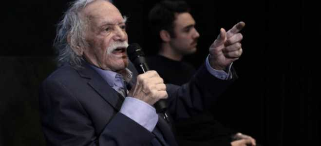 Manolis Glezos has a health problem