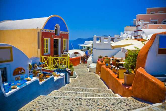 EU warns Santorini could suffer an overtourism crisis