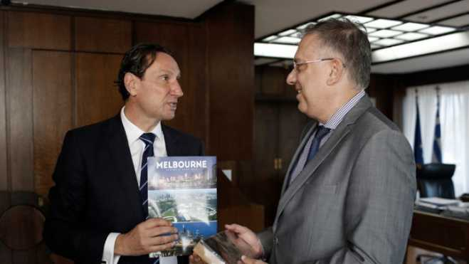 Interior Min meets president of the Greek Community of Melbourne on expatriate Greeks' right to vote