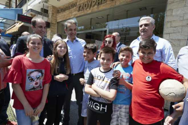 Mitsotakis wraps up campaign in Thessaloniki, blasts Tsipras on Prespes, handouts, security