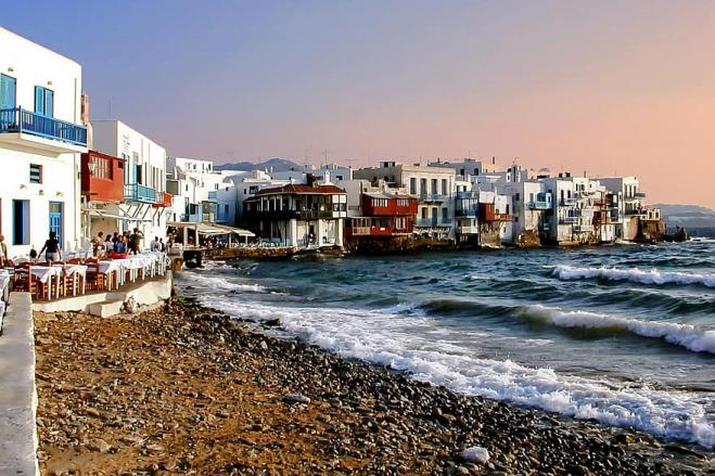 World famous bars on Mykonos shut down after staff covid cases