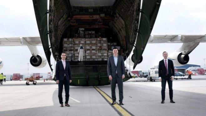 80 tons of protective supplies for hospital staff arrive at Athens International Airport