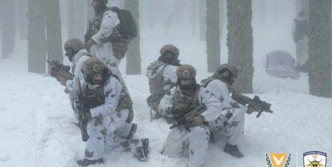 Photos of Cypriot Commandos in snow drill