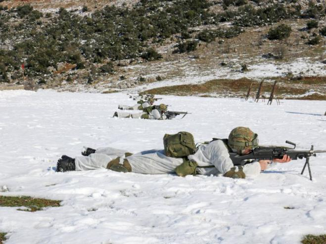 Through snow and adverse weather the Hellenic Army trains [video]