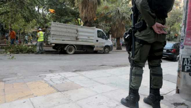 Athens municipality teams remove anarchist kiosk from Exarchia square