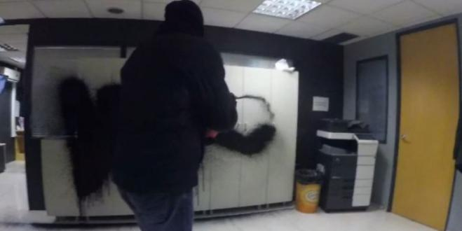 Rouvikonas anarchists attack newspaper offices (vid)