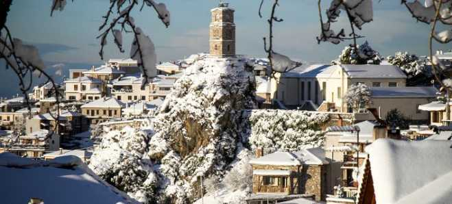 """Sophia"" cold mass brings snow across Greece"