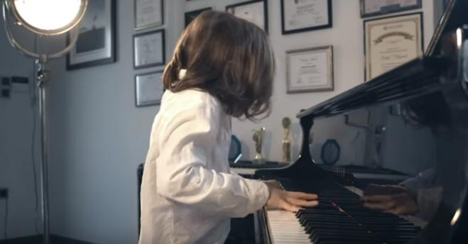 """Isolation Waltz"": Greek composer aged 7 delivers inspiring piano performance amid coronavirus isolation (video)"