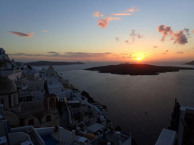 "Santorini volcano ""rumbles"" – Greek authorities prepare contingency plan"