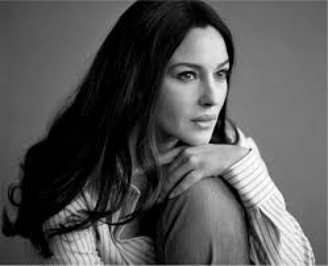 Monica Bellucci: I would like to buy a house in Paros ...
