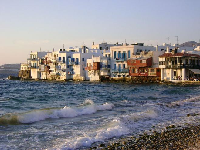 Illegal parties in villa on Mykonos raise the specter of mass covid infections