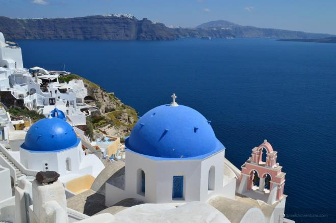 Tourism Mininster discusses sustainability with Santorini officials