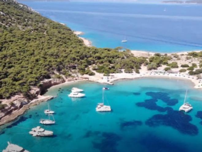 Moni: jewel of the Saronic Gulf with the most natural of inhabitants (vid)