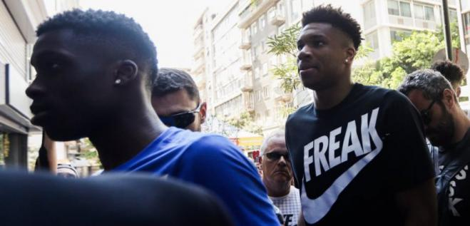 Antetokounmpo bros donate 10,000 masks to Zografou Athens municipality in battle against Covid-19