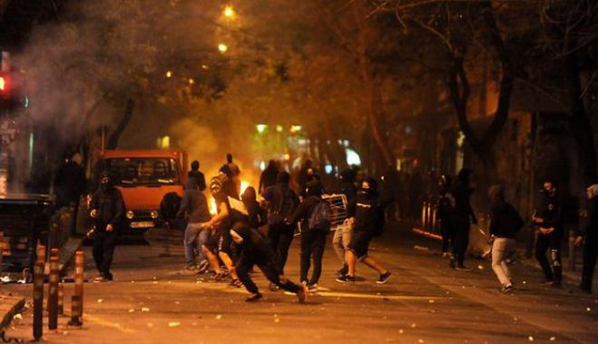 Anarchists attack police in Exarchia, no arrests