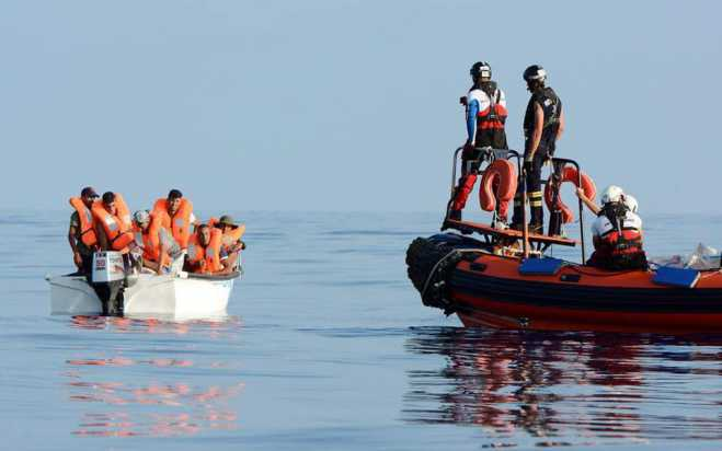 Migrant flows to Greek islands continue unabated