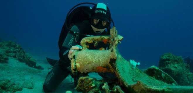 Amazing archaeological discovery of 6th century BC anchor in Aegean Sea points to colossal ship