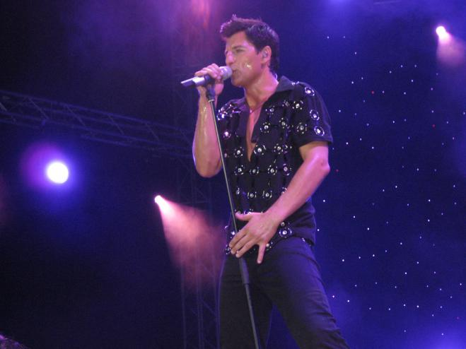 SYRIZA's Polakis attacks singer Sakis Rouvas for Golden Dawn sympathies