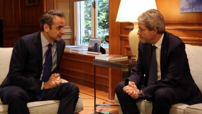 Mitsotakis, Gentiloni agree discussion can start on reducing Greece's primary surplus targets