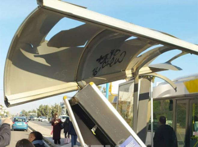Bus plows into bus stop at Glyfada, miraculously no one hurt